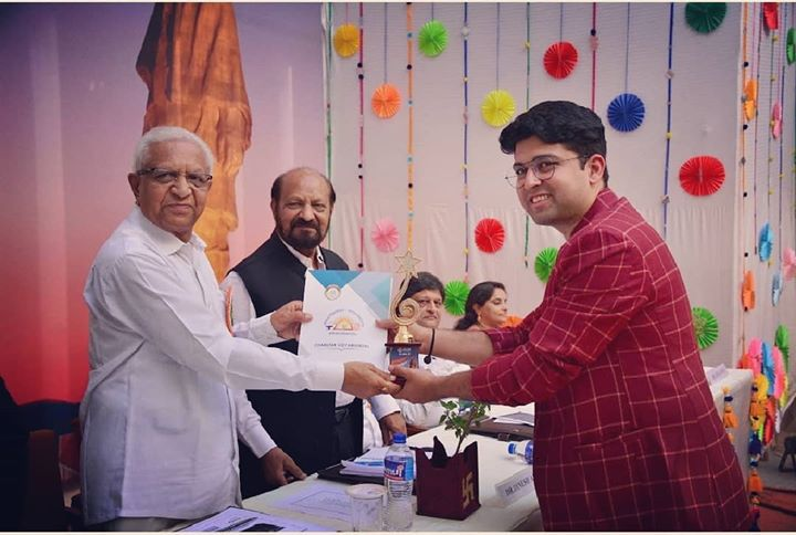 Was honoured with the award of Enlightened Alumnus at @semcomindia's 22nd Annual Day. Received this award from Hon. Secretary, Charutar Vidya Mandal, Dr. S. G. Patel sir & former director EDII, Advisor @ sristi, Dr. Dinesh Awasthi. . . Thank You Dr. @waheedathomas for honour. . . #semcom #vidhyanagar #vallabhvidhyanagar #anand #alumni #award #honour #annualday #alumnus