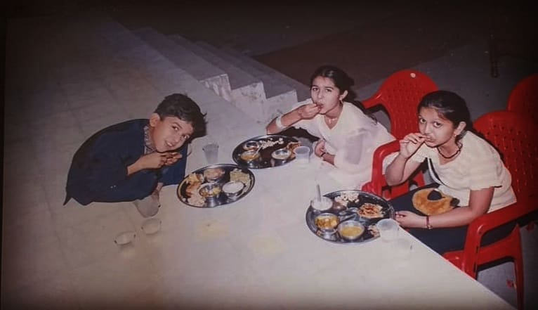 Mein Bachpan Se Hi Muft Ka Khana Thoosta Tha! My Childhood Was Amazing Because I Had The Awesomest Sisters In My Life!