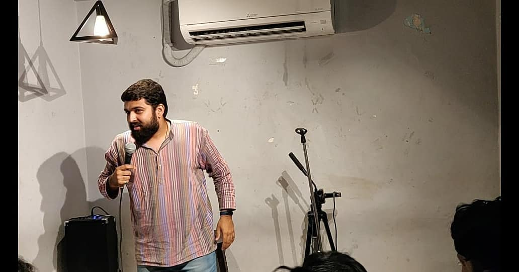 Opened for @chirayu_m's Trial Show Last Night in Surat. He is making this show better and better after every trial. Can't wait for him to announce the final show but before that few trials are on its way. Stay tuned for all the updates.  #standupcomedy #trialshow #standupspecial #comedy #surat #tcf #thecomedyfactory #nautanki